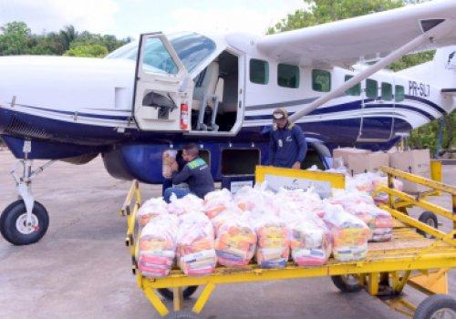 DE AVIÃO | Governo de Roraima entrega kits…