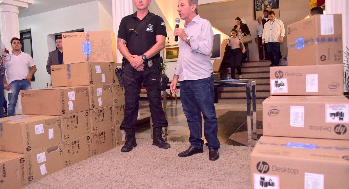 SISTEMA PENITENCIÁRIO | Sejuc recebe três viaturas e 123 computadores