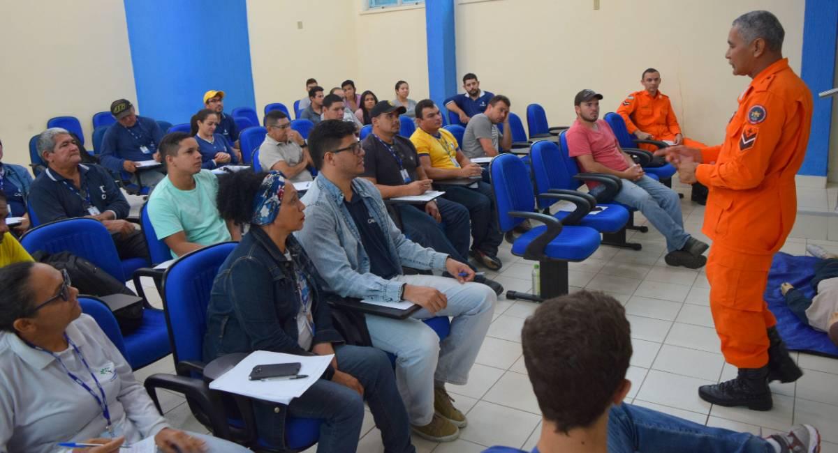 SEGURANÇA   Colaboradores da Caer participam do curso 'Brigadistas de Incêndio'