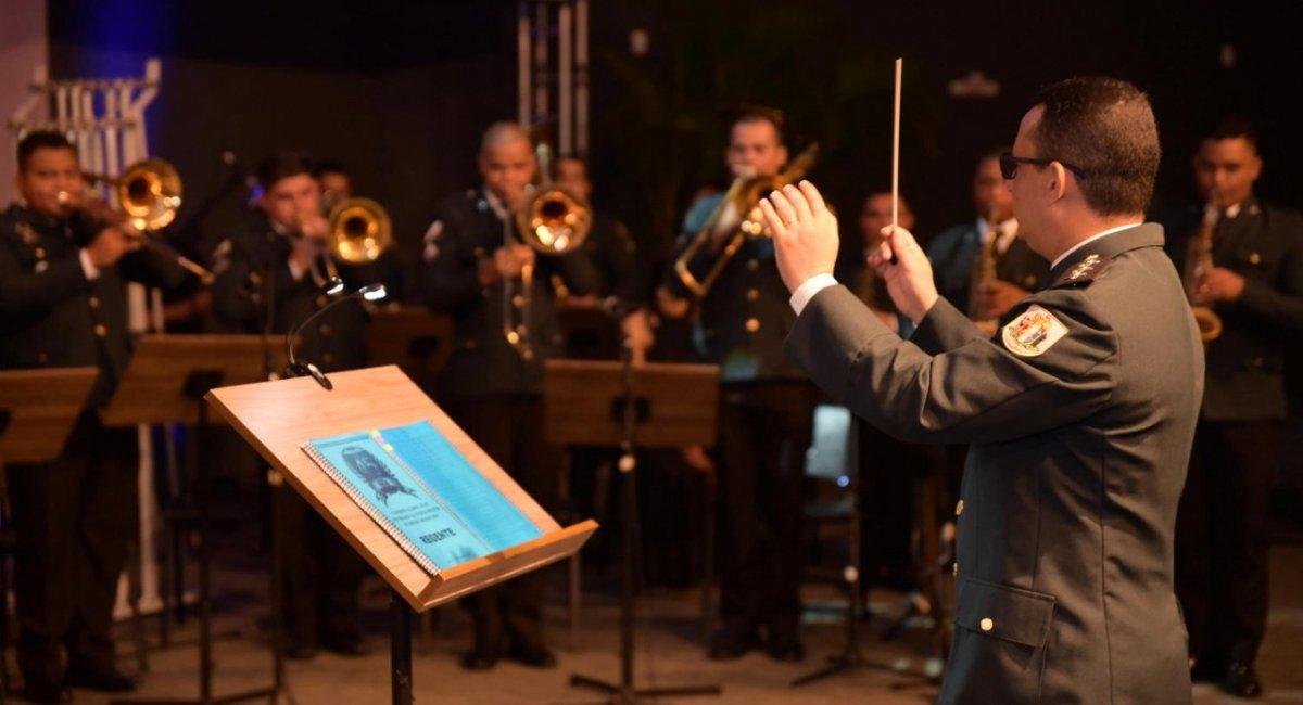 Banda da PMRR realiza apresentação alusiva ao 45º aniversário da Corporação